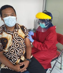 Pendidik dan Karyawan SMP Negeri 2 Salatiga Telah Vaksin Covid-19 Tahap I