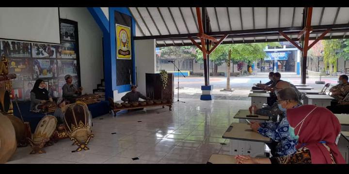 Kunjungan Kerja Direktur SMP Kemdikbud RI bersama Kepala LPMP Jateng di SMP Negeri 2 Salatiga