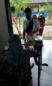 Peserta Didik Kelas VII dan VIII: Pengembalian Buku Pinjaman