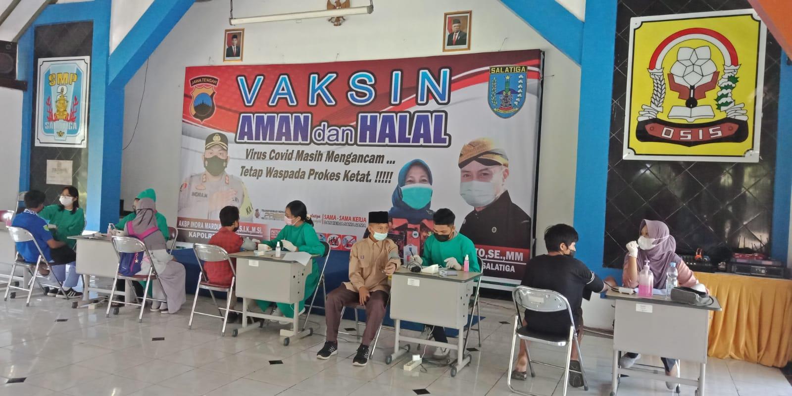 Polres Kota Salatiga Bekerja Sama dengan Dinas Pendidikan Kota Salatiga dan SMP Negeri 2 Salatiga Laksanakan Vaksin 1